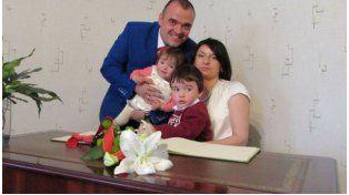 Despertó luego de su boda y encontró a su esposa muerta