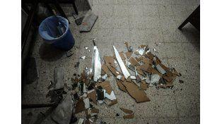 Además del robo los ladrones destrozaron vidrios y espejos. Foto: Mauricio Centurión