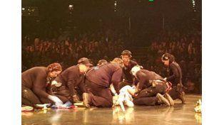 Un acróbata del Cirque du Soleil cayó al piso en plena función