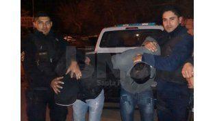 Los dos jóvenes detenidos en la madrugada de este lunes en barrio San Lorenzo.