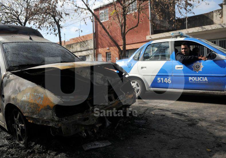 Un año con fuego. En el 2015 hubo 116 automóviles incendiados en la ciudad / Foto: Juan Manuel Baialardo - Uno Santa Fe
