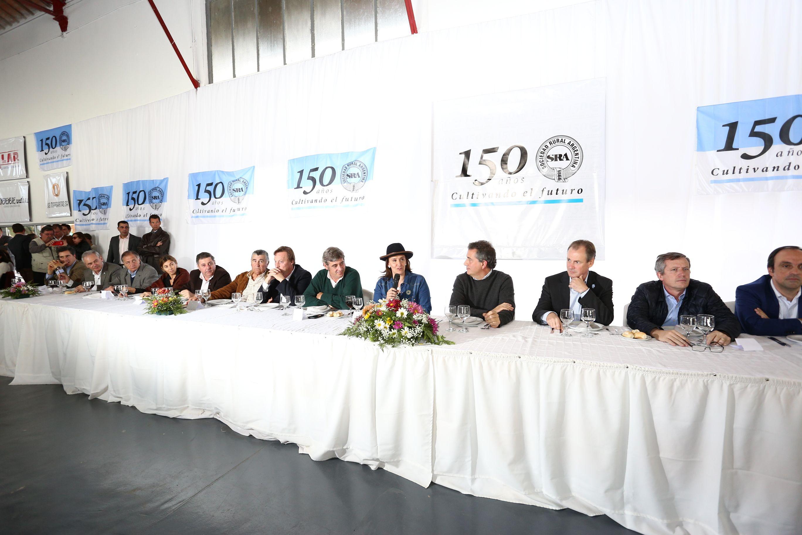 Michetti avaló en Paraná el veto a la ley antidespidos
