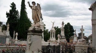 Tres imágenes de niños aparecieron en un cementerio y estremecen a Uruguay