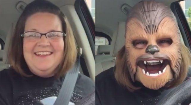 Una mujer con una máscara de Chewbacca, el video más visto de la historia en Facebook