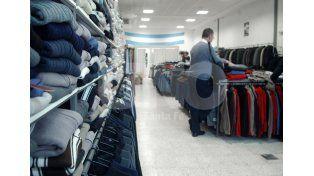Afectados. Los comercios son uno de los sectores que están reclamando bajar las tarifas / Foto: José Busiemi - Uno Santa Fe