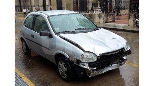 Así estaba. El auto que embistió a los jóvenes fue ocultado por varios días en Bº Nueva Esperanza. Fue hallado por la Policía de Investigaciones. UNO de Santa Fe/Manuel Testi