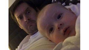 Su esposa le pidió fotos de su bebé y mirá lo que le mandó