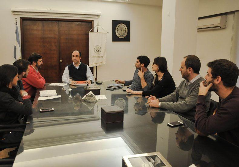 Transporte Santa Fe-Paraná: Corral se reunió con representantes de la FUL