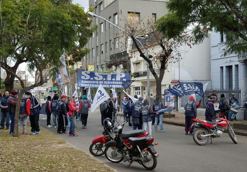 Corte de tránsito en Bulevar y San Martín por movilización frente a la EPE