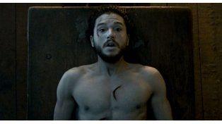 Jon Snow tuvo que contarle su futuro a un policía para zafar de una multa