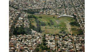 Estratégico. La cercanía del predio a diferentes barrios lo convierte en el espacio ideal para la feria/ Juan M. Baialardo.