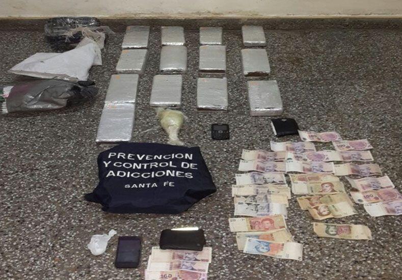 Personal antinarcóticos secuestró 13 panes de marihuana y cocaína en Amstrong