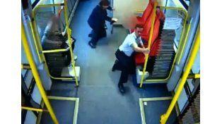 El maquinista de un tren evita una tragedia corriendo por los vagones y alertando a los pasajeros