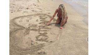 Polémica y censura por un topless de Vicky Xipolitakis en Miami