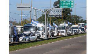 Camioneros llegaron a Santa Fe para reclamar una solución a la crisis de la lechería