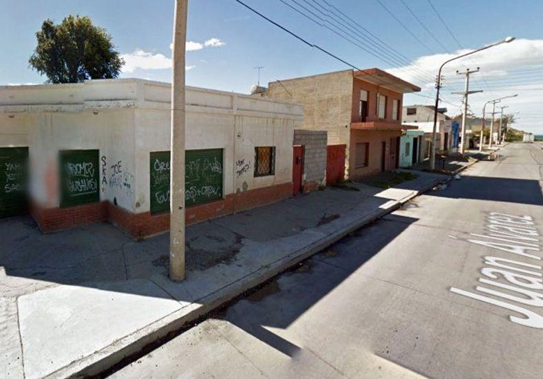 Una mujer tomó una casa de Lázaro Báez: Es un delito como los de él