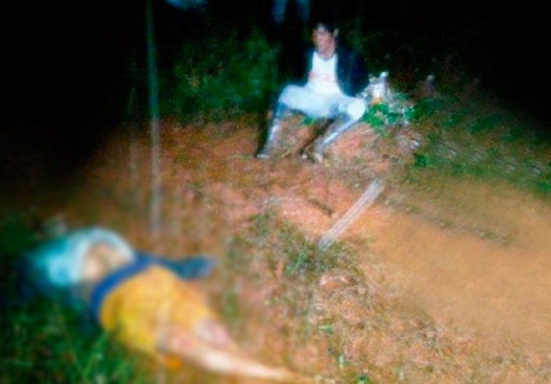 Discutió con su hermanastro, lo mató y se puso a tomar caña al lado del cadáver