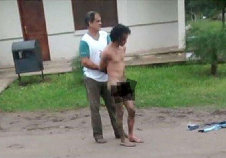 Vecinos golpearon y desnudaron a presunto ladrón