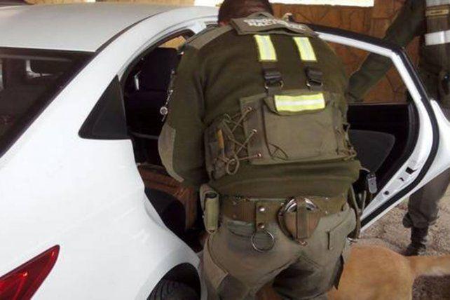Estuvo detenido por traficar cocaína líquida y resultó que era shampoo