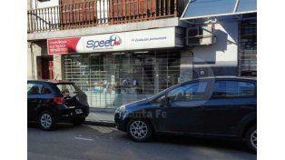 Sorprendieron a dos adolescentes en pleno robo a un local comercial en el centro