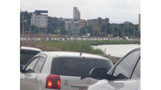 Combustibles: más de 10 kilómetros de cola de autos argentinos para comprar en Paraguay