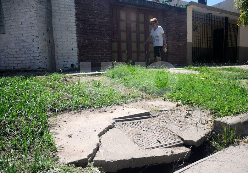 Acceso. El estado de las veredas y la falta de infraestructura de algunos edificios fueron otras de las falencias que marcaron.