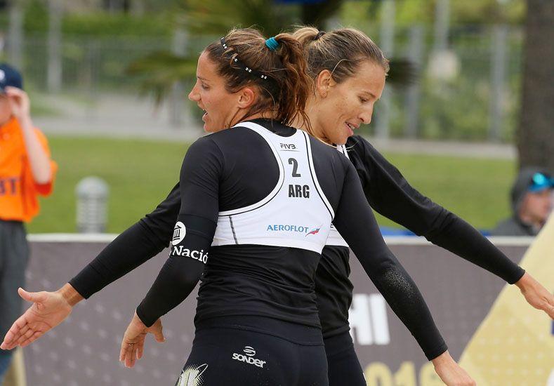 La dupla sumó 300 puntos para el ranking de beach de la FIVB. Foto: FeVa