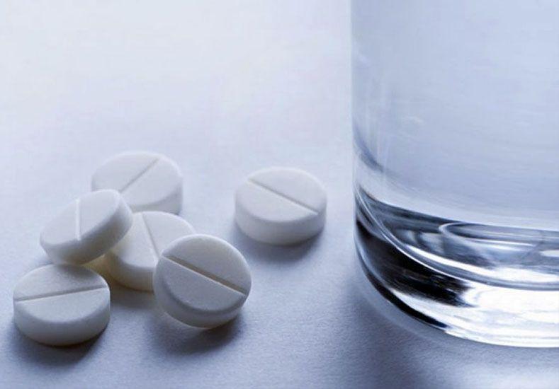 ¿Por qué hay que tomar los medicamentos con agua?
