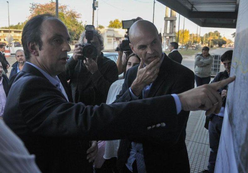 El intendente José Corral junto al ministro de Transporte de la Nación