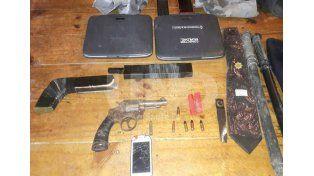 Letales. Incautaron un revólver calibre 38 y balas; una escopeta tumbera con cartuchos y un par de baritones.