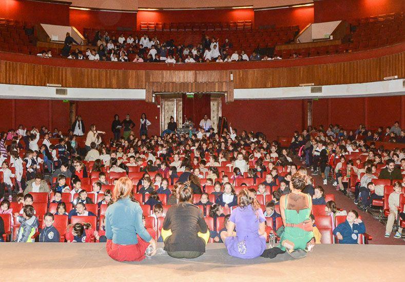 """Invitan a las escuelas a participar del ciclo """"Aprendiendo Juntos a Ver Teatro"""""""