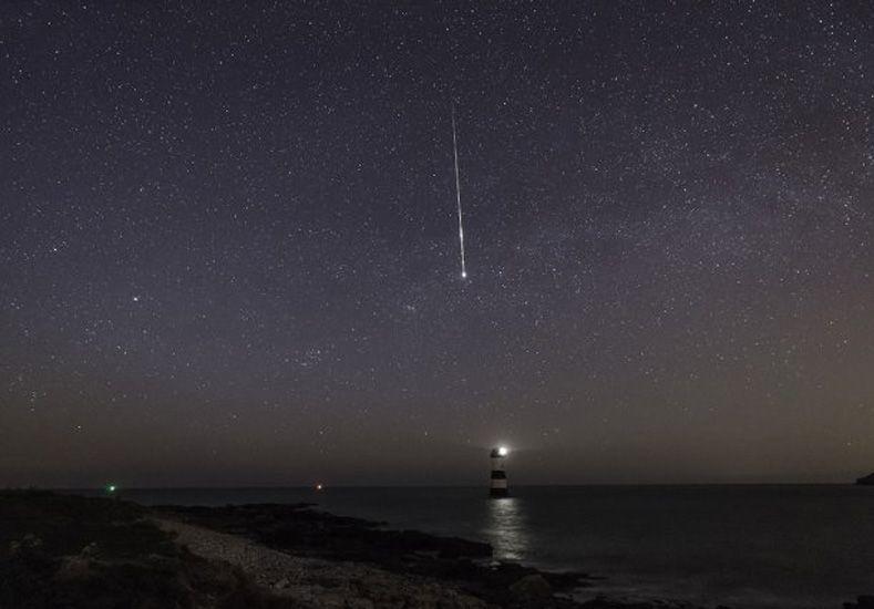 El planeta recibe una lluvia de estrellas que proviene de restos del cometa Halley