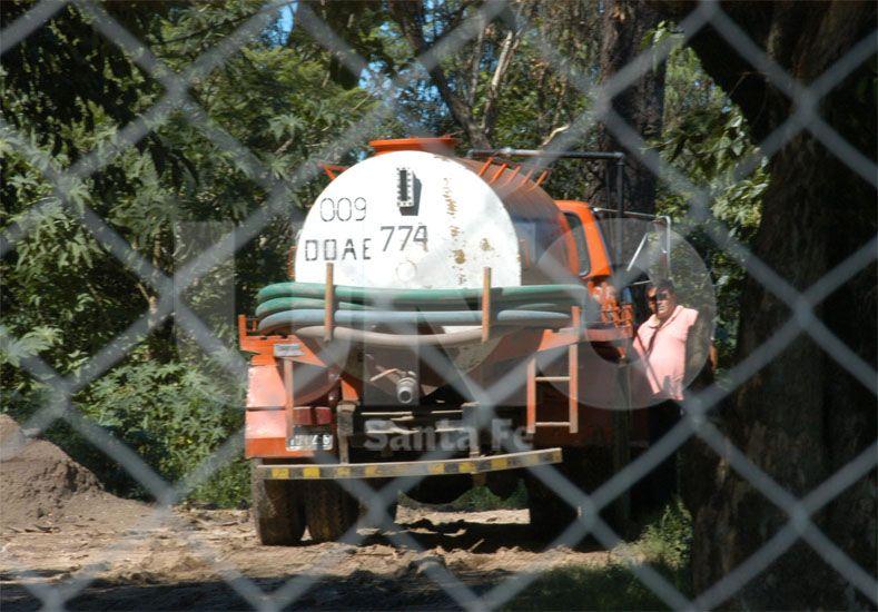 Conflicto. Cerca de 100 camiones atmosféricos por día ingresan y egresan a la planta de tratamiento / Foto: José Busiemi - Uno Santa Fe