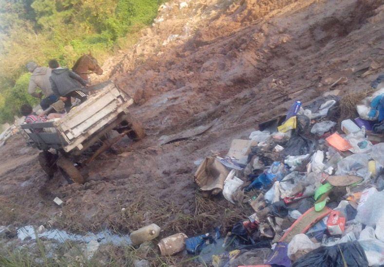 Vecinos reclaman por calles intransitables en Barrio Los Hornos de Santo Tomé