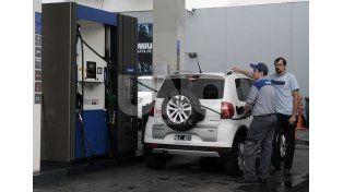 Golpe al bolsillo. En las localidades pequeñas la nafta está más cara que en Rosario y Santa Fe / Foto: Juan Manuel Baialardo - Uno Santa Fe