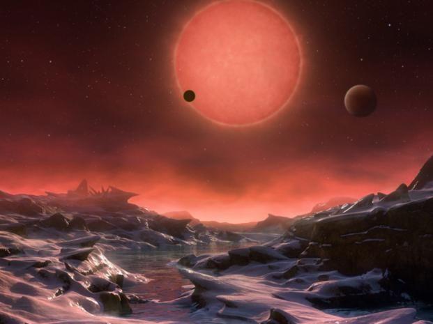 Universo. Una recreación artística muestra la superficie de uno de los tres planetas orbitando alrededor de la estrella fría.