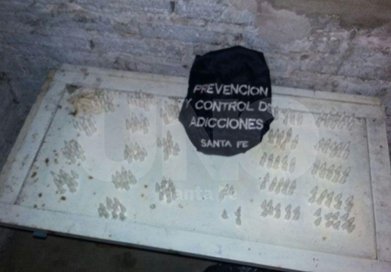 Secuestraron dosis de drogas y apresaron a un adolescente en barrio El Abasto