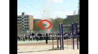 Un potente torbellino arrasó un acampe escolar y elevó por los aires a un estudiante