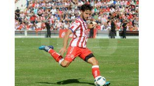 Agustín Sandona jugó el Clásico y lo hizo de muy buena forma. Foto: Manuel Testi / UNO Santa Fe