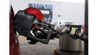 Cargar el tanque del auto ya es un 10 por ciento más caro
