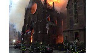 Impresionante incendio en la catedral de Saint Sava de Nueva York