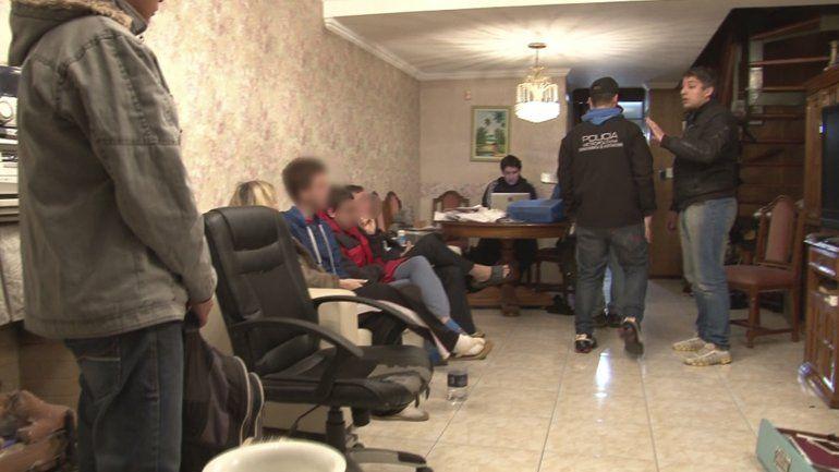 Fuerte operativo policial para atrapar a un alumno argentino hacker que cambiaba su registro de notas