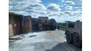 Tumbó un camión en ruta 70