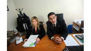 Investigadores. La fiscala Milagros Parodi y el comisario Mario Monzón comunicaron ayer los resultados de los allanamientos.