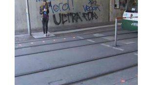 En Alemania instalan semáforos en el piso para los peatones adictos al celular
