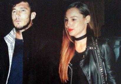 La revista Paparazzi publicó una imagen de la modelo y el tenista.