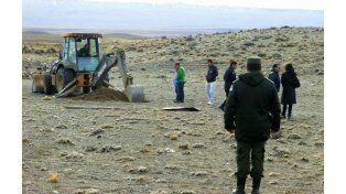 Excavadoras trabajaron en las propiedades de Lázaro Báez en busca de bolsos y otros objetos.