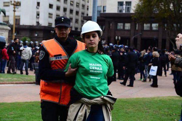 Detienen a activistas de Greenpeace tras un reclamo en Casa Rosada