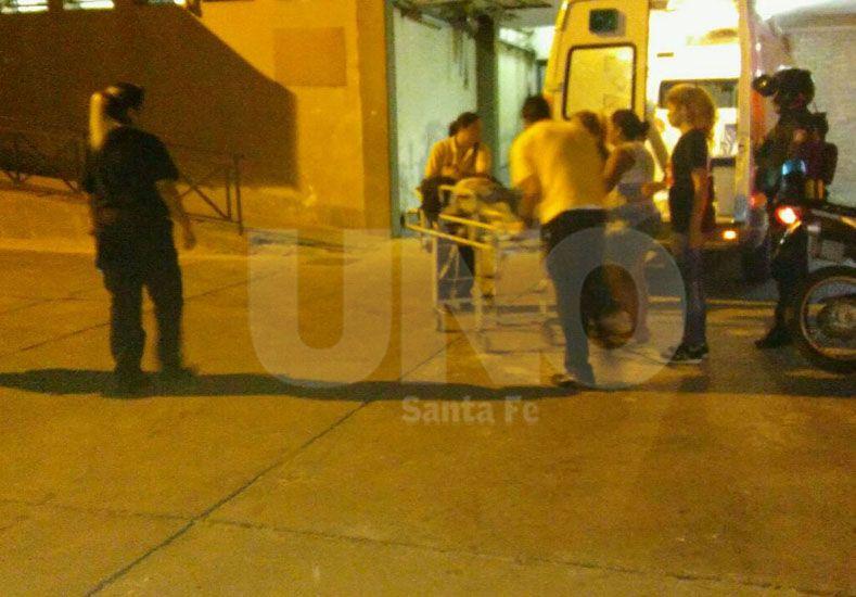 Fiebre homicida. Así trasladaron al hospital José María Cullen a uno de los heridos en el barrio Cabal el 25 de marzo