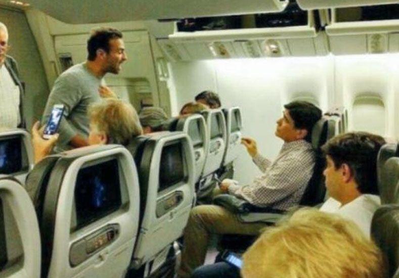 Un video muestra cuando Zannini fue escrachado en un avión internacional